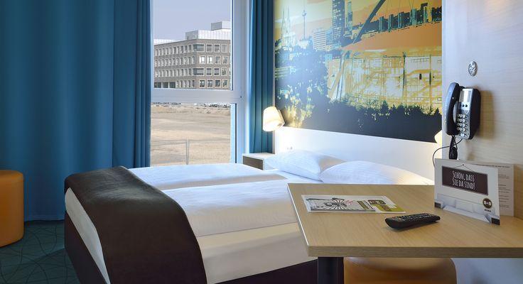 Zimmer mit französischem Bett im B&B #Hotel Köln-Messe