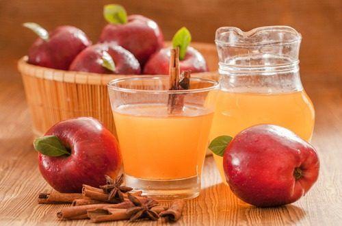 リンゴ酢は古くから人々に愛用されてきました。リンゴ酢は暗く濁った茶色で中に糸のような物が見えることもありますが、それは生きたイースト菌でカラダに色々な良い効果をもたらしてくれます。酢酸、カリウム、マグネシウム、乳酸菌、酵素が豊富なヘルシーなお酢です。