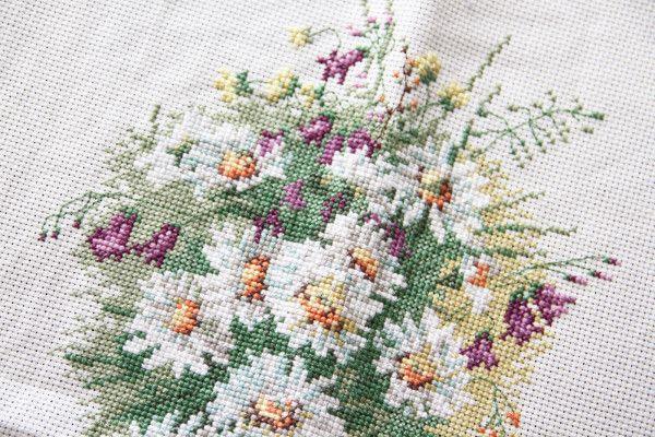 Křížkové vyšívání, květinový motiv / cross stitches embroidery