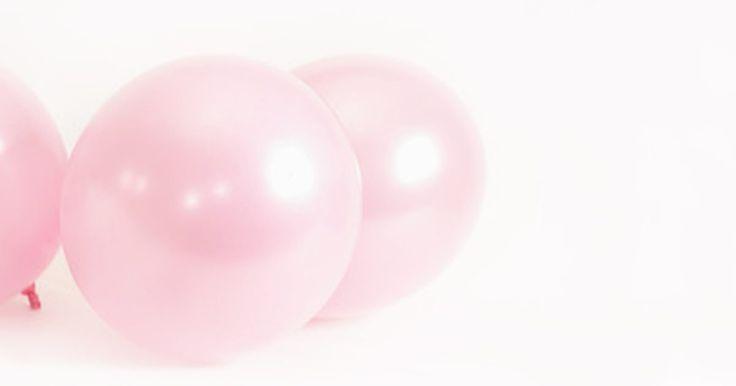 Ideas para una fiesta de cumpleaños de la Pantera Rosa. La Pantera Rosa es un eterno favorito, incluso para los jóvenes que no han visto los dibujos animados o las películas. Planea una perfecta fiesta de cumpleaños de la Pantera Rosa, incorporando decoración imaginativa, entretenimiento, y refrescos.