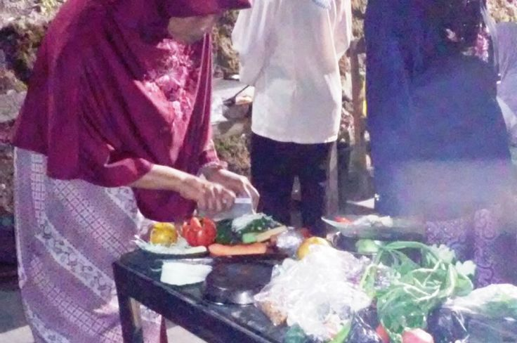 night cooking competition Indonesian independence celebrations