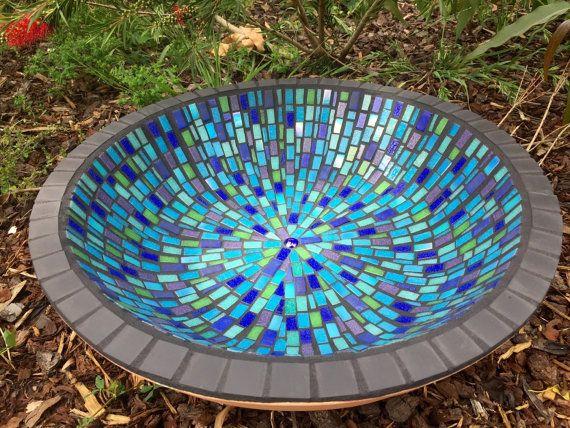Mosaico arte jardín único del birdbath por RebeccaNaylorMosaics