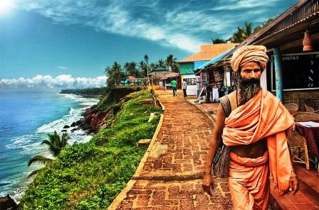 Cliff Market in Varkala, place to chill in Kerala http://www.holidify.com/blog/holiday-places-for-a-long-break/