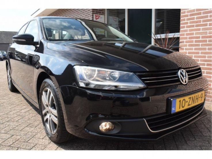 Volkswagen Jetta  Description: Volkswagen Jetta 1.6 TDI 77kw 105pk HIGH EXECUTIVE LINE BLUEMOTION Ecc Pdc Leer Navigatie - 5155966-AWD  Price: 216.35  Meer informatie