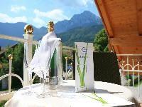 Ein Ausblick auf die Alpen, zwei Übernachtungen in einem Wellnesshotel mit entspannender Aromaäolmassage... dies erleben sie in unserem Angebot: Kleine Auszeit zu Zweit. http://www.verwoehnwochenende.de/angebote/volltext/16457/seite_1.html