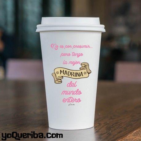 """Take away """"Madrina"""" Una taza Take Away dedicada a la madrina, porque no es por presumir pero es la mejor del mundo. Puedes elegir el color de la tapa y el color del texto para que que sea muy personalizada. Taza de porcelana blanca con tapa de silicona, para que lleves el café calentito donde quieras."""