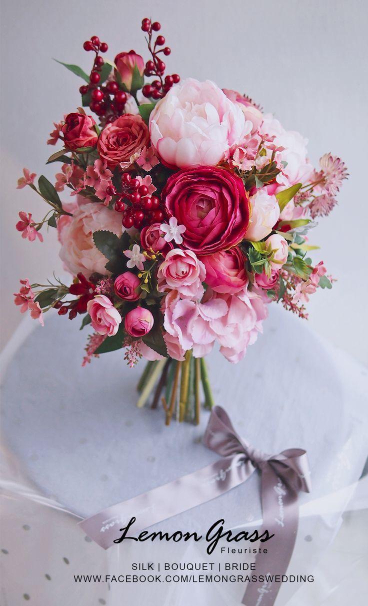 Brautstrauße in Rot mit Vogelbeeren.