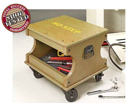Uma banqueta com rodas e espaço para ferramentas, muito usada em quem tem que trabalhar em locais baixo, sentado, e com varias ferramentas...