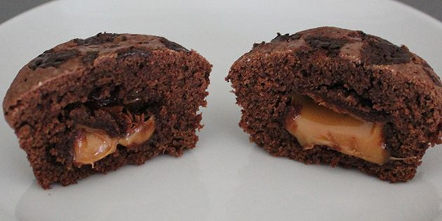 En muffin med en Dumle i midten.