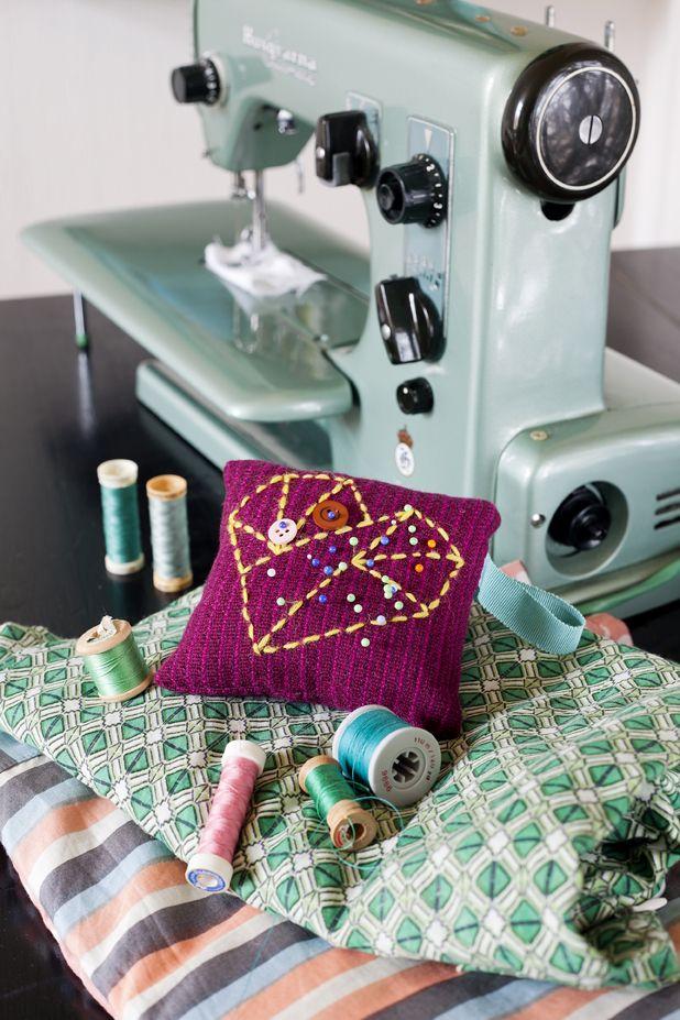 Instruktioner för hur du gör en nåldyna hittar du här: http://martha.fi/svenska/ekologi/garderoben/naldyna/