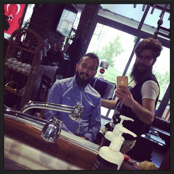 ✂️Saçınıza herkes dokunabilir ama FARK YARATAMAZ! ✂️Rezervasyon: www.baymakas.net ✂️İletişim: 05389180909 05448833206 #erkekkuaforu#like4like#hairdresser#berber#barber#barbershop#saç#sakal#sactasarim#menhair#hair#erkeksacmodelleri#erkeksacmodasi#haircut#hairstles#hairsalon#hairfashion#menstylist#showfashion#crazyhair#eniyikuafor#imajmaker#osis#coiffure#fön#professional#talas#kayseri#baymakascoiffure http://turkrazzi.com/ipost/1523528056139342782/?code=BUkqLHvhuO-