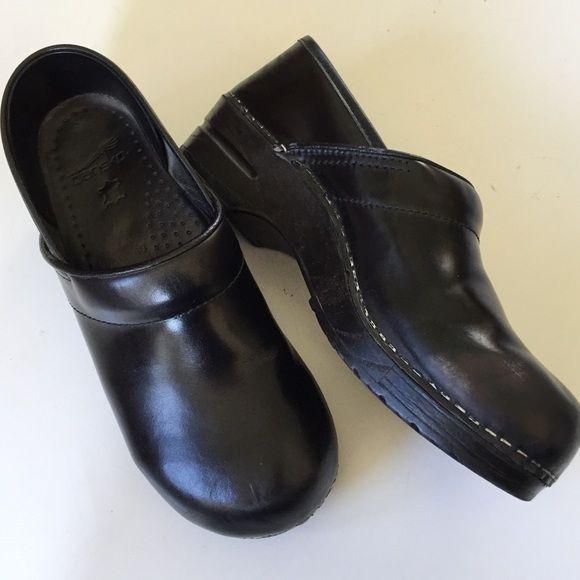 dansko size 40 leather upper clog euc