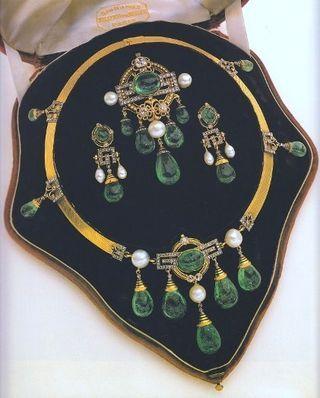Very fine Second Empire (c. 1860) parure Gold, emeralds, diamonds, pearls, and enamel
