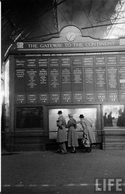 London Victoria Station - 1950 (When I was little I used to love listening to all the boards turning over going clickety clack, as they set new journeys up)