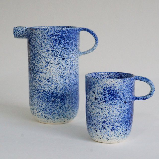 Un pichet et un mug tachetés en céramique (porcelaine tournée à la main), Pia Van Peteghem
