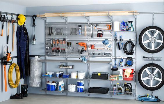 Rätt verktyg för jobbet... ...är så mycket enklare att hitta när duhar ordning bland dina saker. I många hem är garaget så fullt a prylar att bilen inte ens får plats. Om så är fallet är det dags att frigöra golvyta med hjälp av praktisk och effektiv förvaring. Se till att äntligen få ordning på alla