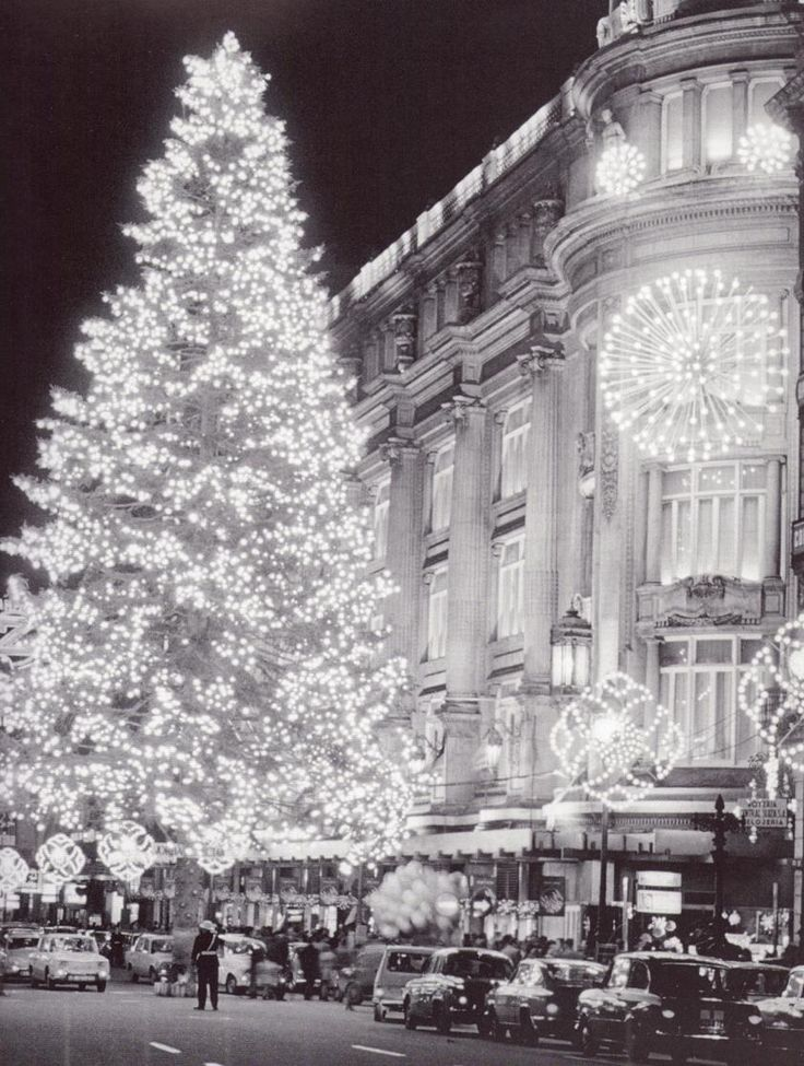 L'avet de Nadal de can Jorba, 1970, foto Català-Roca, via un blog molt recomenable http://barcelofilia.blogspot.com.es/