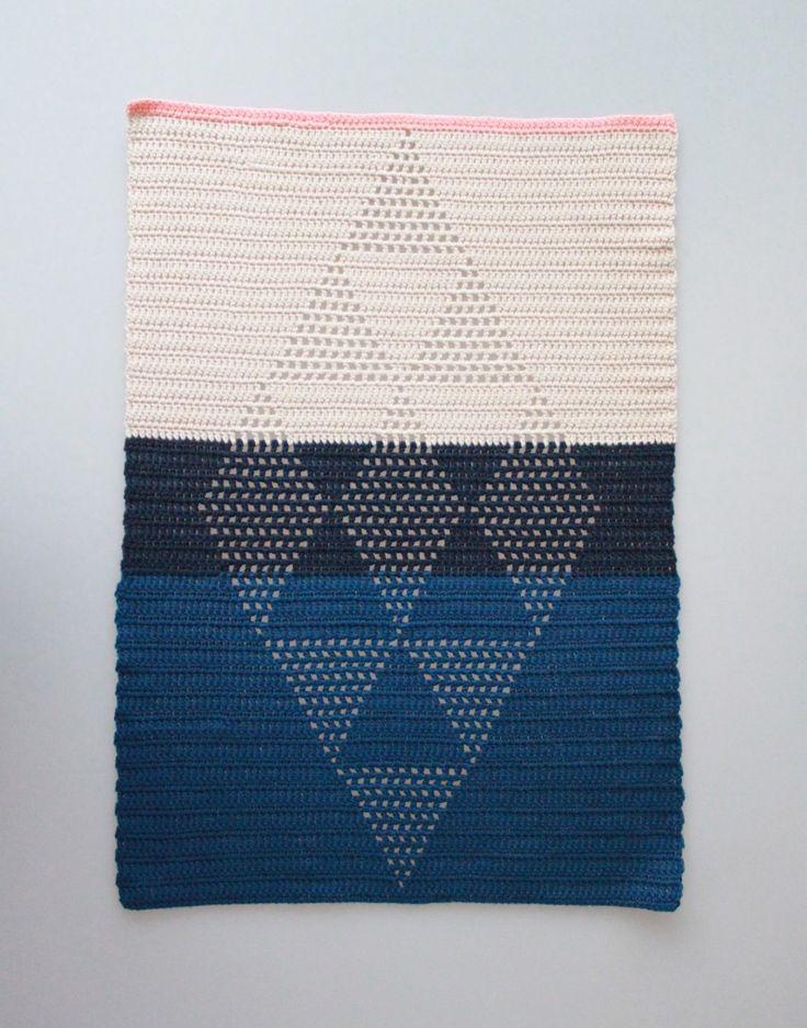 Crochet Guesttowels with harlekin-pattern // Hæklede Gæstehåndklæder med Harlekintern (Free Pattern from tichtach.blogspot.dk)