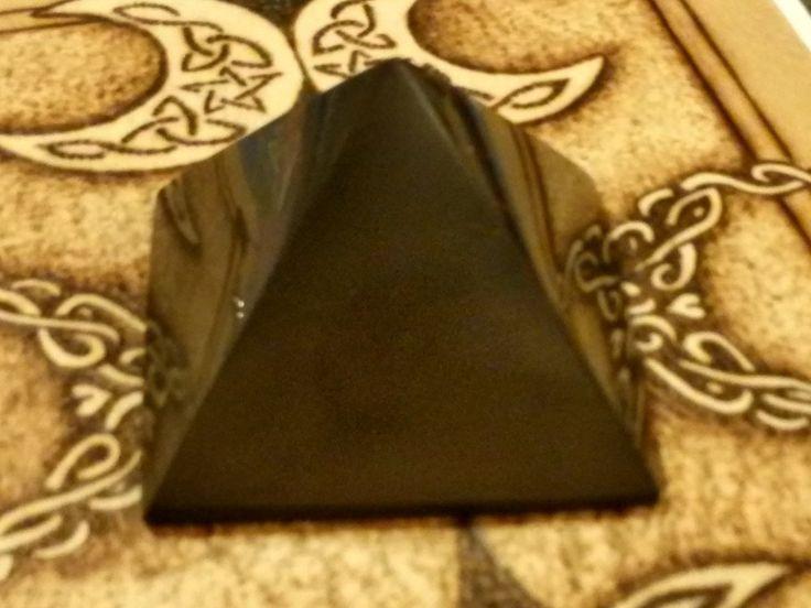 shungite (piramide)