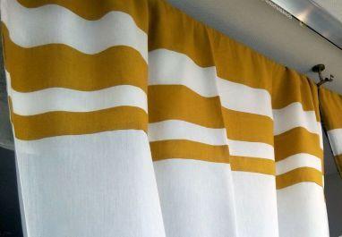 """Confection d'une tête de rideau sur un voilage existant.     Tissu (lin jaune) de chez """"Thévenon""""."""