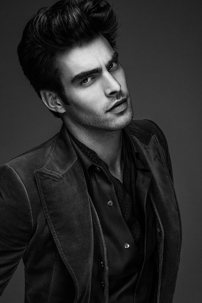 Jon Kortajarena shot by Anthony Meyer for the coverstory of Apollo Novo magazine's third issue.