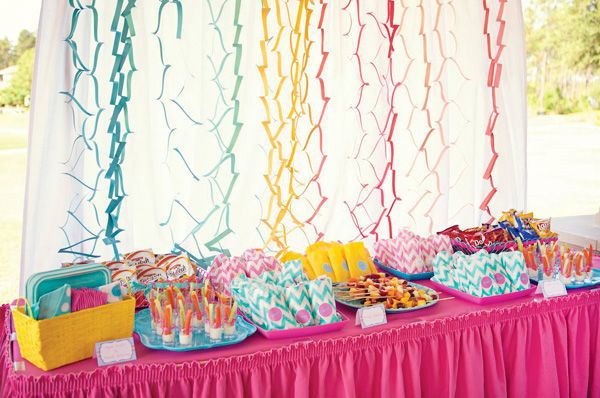 paper zig zag streamers table backdropChevron Parties, First Birthday Parties, Rainbows Birthday, Birthday Parties Ideas, First Birthdays, Polka Dots Theme, Polka Dots Parties, Polka Dots Birthday Theme, Parties Backdrops