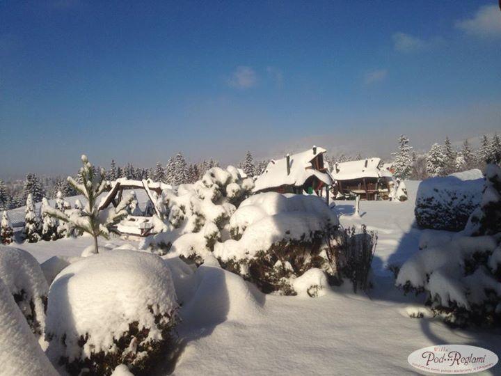 27 listopad 2013 zima, poranek w pensjonacie i zasypany ogród