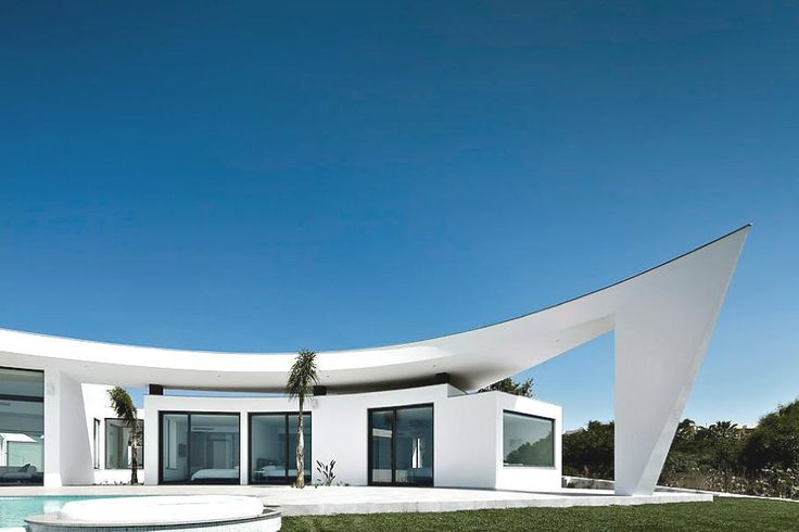 Portugal-based design studio Mario Martins Atelier has designed the Colunata House project. Completed in 2011, this contemporary seaside home is located in the town of Lagos, in the Barlavento region of the Algarve, Portugal.