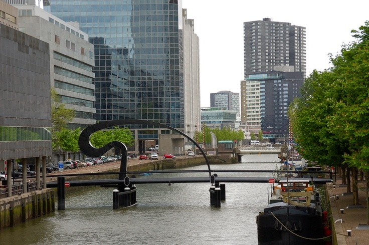 Ibis Brug & Rotterdam Skyline