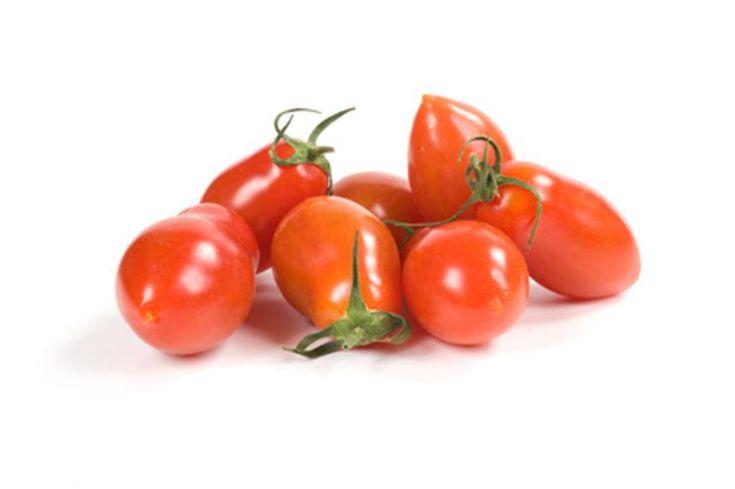 Tomate San Marzano 2, une référence en Italie. Réputée pour la saveur de sa chair dense et ferme, comportant peu de graines et de jus.