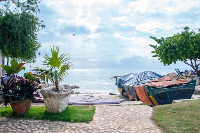 Entire home/apt in Bluefields Bay, Jamaica. Imagine having a 'private reef' to yourself with access to kayaks to ride on. All you need to do is bring your snorkel gear and you get to see the glories of a living coral reef, right in you front yard.