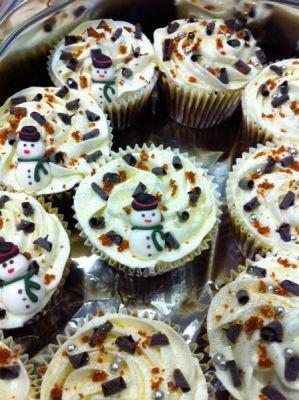 Decorating fairy cakes