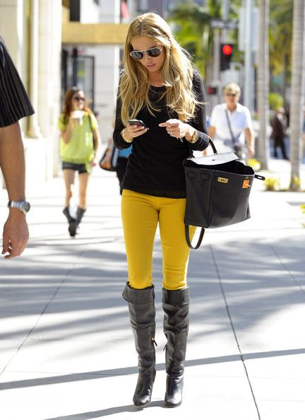 Petra Ecclestone Photos Photos - Petra Ecclestone Makes A Call On Rodeo Drive - Zimbio