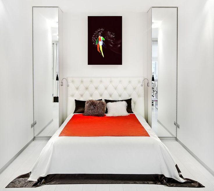 55+ идей узкой спальни: как сделать ремонт правильно http://happymodern.ru/uzkaya-spalnya/ Узкая спальня в белых тонах Смотри больше http://happymodern.ru/uzkaya-spalnya/