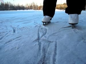 12 Fun Games to Play While Ice Skating