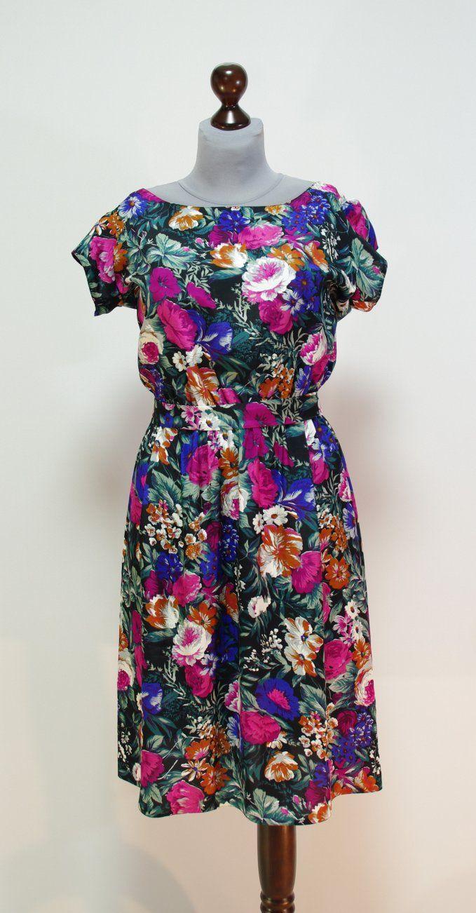 Летнее платье из натурального шелка с цветами