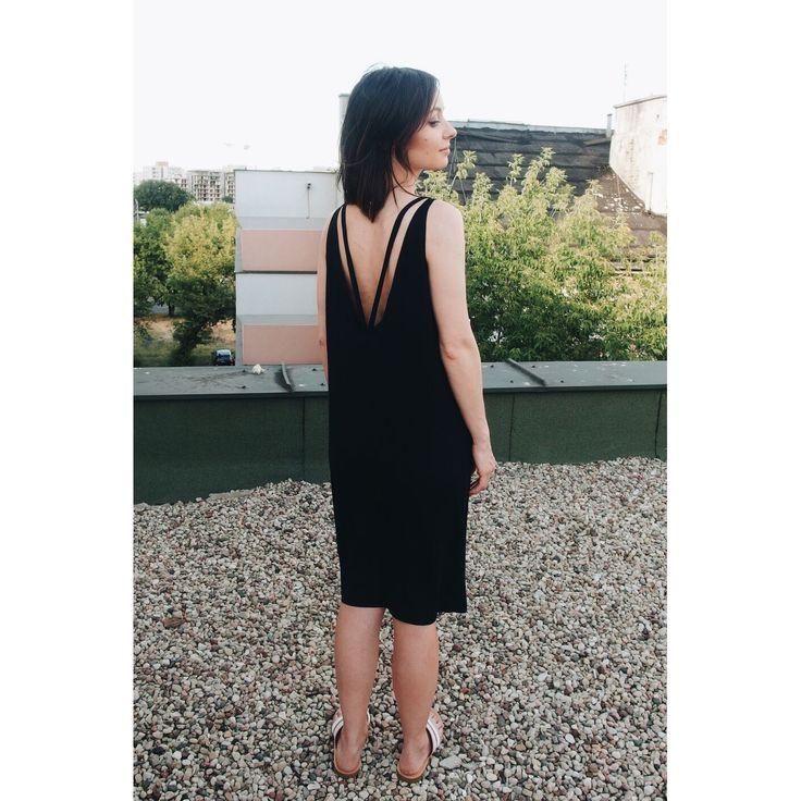 http://raw-fashion.com/produkt/czarna-sukienka-z-dekoltem-v-na-plecach/