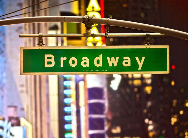 Une comédie musicale, une pièce de théâtre, un concert à New York. Les kiosques TKTS proposent des réductions significatives sur les spectacles de Broadway.