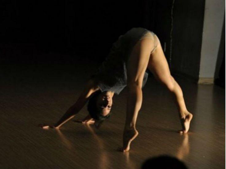 O Circuito é uma mostra de dança contemporânea anual, que abre espaços para debates, discussões, formações e qualificações artísticas.