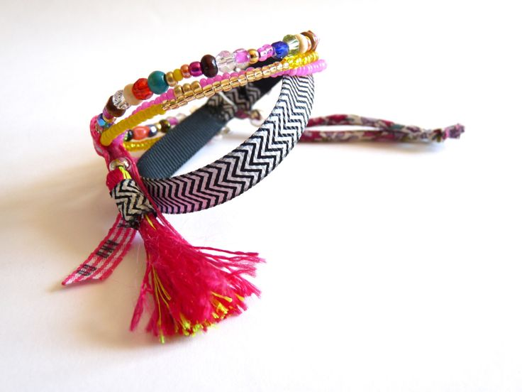Bracelet 3 rangs, ruban chevron, pompon esprit bohème : Bracelet par 1000bijouxandco