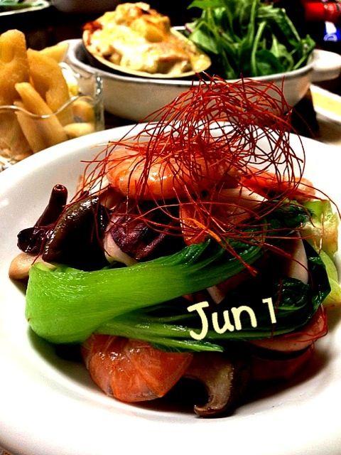 近頃、肉々しいお食事が続いたのでお野菜をたくさん食べられて身体に優しい晩御飯を作りました✌  もぐもぐ沢山召し上がれ - 201件のもぐもぐ - 魚貝とエリンギ青梗菜の中華風炒め・mackoちゃんの米ナス・セロリっ酢 by Jun1Nakada