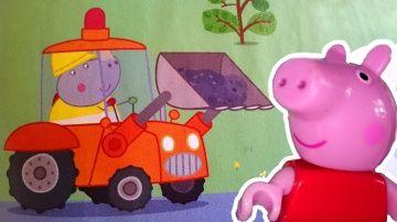 Видео для детей. Мультфильм Свинка Пеппа из игрушек. Маша читает журнал Peppa Pig Пеппе в школе http://video-kid.com/10468-video-dlja-detei-multfilm-svinka-peppa-iz-igrushek-masha-chitaet-zhurnal-peppa-pig-peppe-v-shk.html  Развивающее видео для детей. Сегодня Свинка Пеппа едет в школу на игрушечном паровозике, который собрал как конструктор ее умный папа. Свинка Пеппа очень любит ездить в школу, но сегодня ей хочется попасть на урок еще больше. Ведь Маша обещала почитать вместе развивающий…