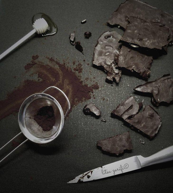 Σας έχω φτιάξει σοκολάτα γάλακτος, θεϊκή σοκολάτα με βύσσινα, λευκή σοκολάτα.. Έλειπε από τη συλλογή μια bitter chocolate. Νομίζω ολοκλήρωσα το καρέ της σοκολάτας.  Εκτύπωση Original συνταγή από: Litsa Zarifi Υλικά 100 γρ. λάδι καρύδας ή άοσμο λάδι καρύδας 60 γρ. κακάο 80 γρ. μέλι 70 γρ. μιξ από αποξηραμένα κράνμπερις , ξανθές αποξηραμένες Διαβάστε περισσότερα »