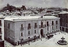 Plaza del Carmen con la fuente de la Plaza de La Trinidad (1885)