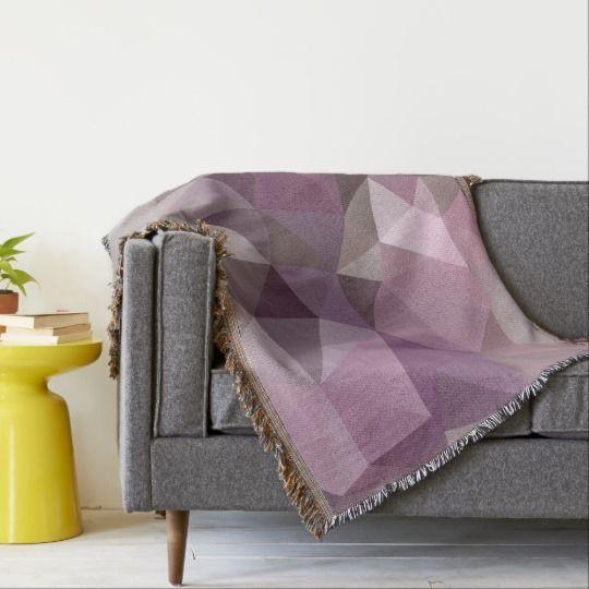Серо-розовый, фиолетовый узор из полигона.  Бросить одеяло