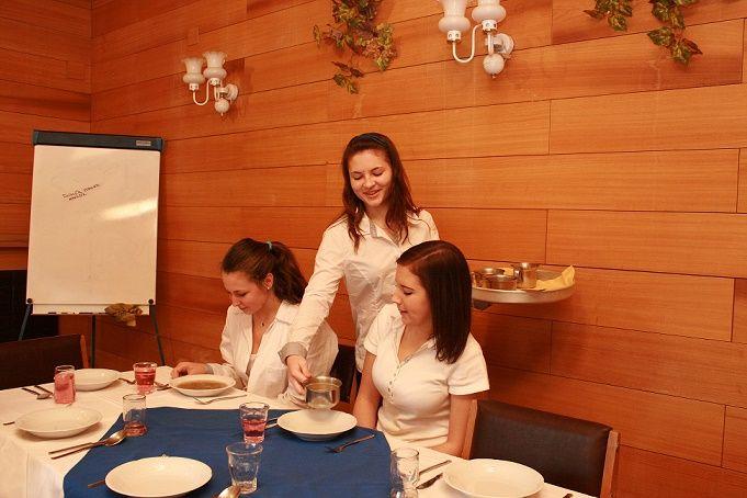 Obsluha. Střední škola cestovního ruchu a jazyková škola s právem státní jazykové zkoušky, s r o   #Rožnov #sscr #JiříHrdý #cestovka #turismus #wellness #masér #masáže #Valašsko #Beskydy