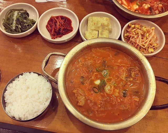 こんにちは♡ 皆さんの好きな韓国料理は何ですか? 私が好きなのはチゲです♡ きっとBEBEを読んでいる皆さんの中でもチゲ信者の方は多いと思います!笑 そこで今日はカロスキルにある絶品のチゲのお店を紹介します。 【김북순 큰남비집/キムブッスンクンナムビチッ】