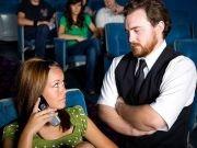 A rede norte-americana de cinemas Cinemark lançou um novo aplicativo que recompensa pessoas que não utilizarem o celular durante a exibição de um filme. E não vale mandar mensagem de texto, nem sequer olhar para o telefone.