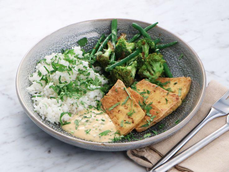 Sticky rice med broccoli, sparris och friterad tofu | Recept från Köket.se