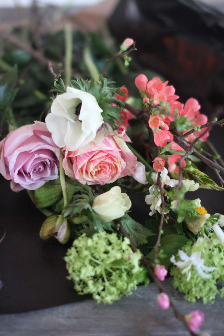 De eerste voorjaarsbloemen zijn er alweer. Ik gebruikte papavers, sneeuwballen en bloesems om een vrolijk januari boeket mee te maken!